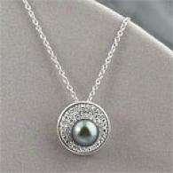 18k 8-9mm Tahitian Pearl &D iamond Circle Pendant