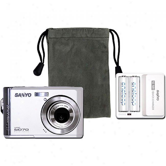 Sanyo 10mp Vpc-t1070w Digtal Camera Bundle With Included Accessories