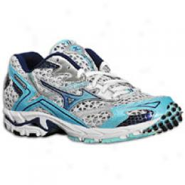 Mizuno support running shoes are designed for daily training and are