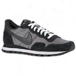 Nike Men's Air Pegasus ' 83
