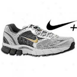 Nike Men's Air Zoom Vomero + 3