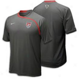 Nike Men's Compendious Sleeve Training Top