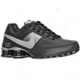 Nike Men's Shox Deliver