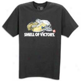 Nike Men's Scent Of Victory Short Sleeve Tee