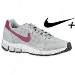 Nike Women's Air Pehasus + 25 Se
