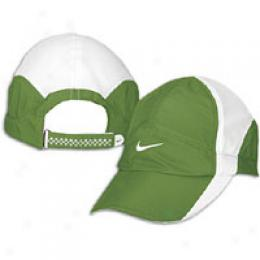 Nike Women's Feather Light Cap