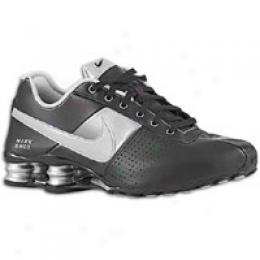 Nike Women's Shox Deliver