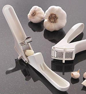 Easy-clean Garlic Press