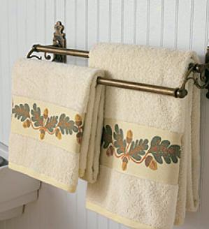 Oak Leaf Bath Towel